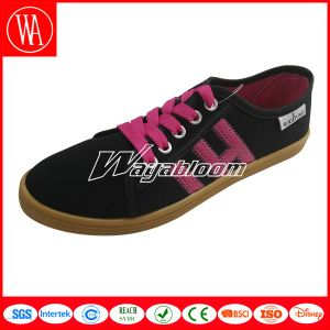 Flat Comfort Canvas Men Shoes Made in China Factory pictures & photos