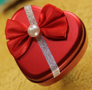 Heart-Shaped Tin Box (FV-112105) pictures & photos