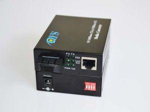 High-Speed 100m Fiber Optic Media Converter pictures & photos