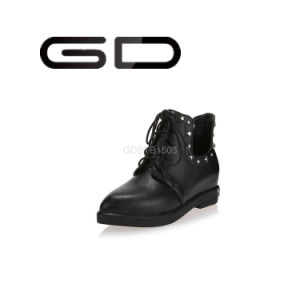 Factory Wholesale Vintage Lace-up Rivet Flat Ankle Boots for Women pictures & photos