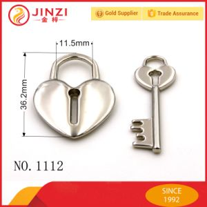 Fashion Heart Shape Silver Metal Pad Lock with Key for Bags Parts pictures & photos