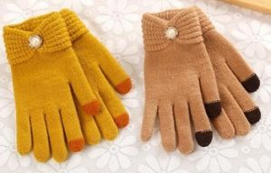 Fashion Reverse Knitted Gloves with Pearl pictures & photos