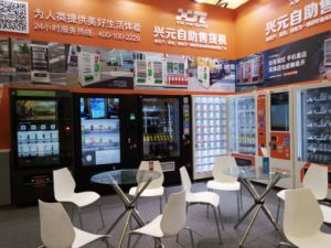 Combo Vending Machine for Snack & Drinks pictures & photos