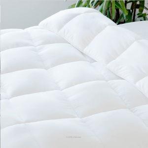 Reversible Down Alternative Quilted Comforter with Corner Duvet Tabs - Queen pictures & photos