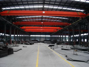 Prefabricated Steel Building with Crane pictures & photos