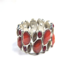 New Item Red Resin Glass Acrylic Fashion Jewellery Stretch Bracelets pictures & photos