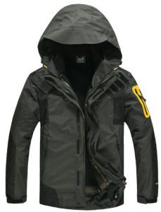 Mens Softshell Outwear Winter Long Sleevejacket pictures & photos