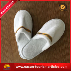 Hot Selling Hotel Amenities Bathroom Disposable Slippers pictures & photos