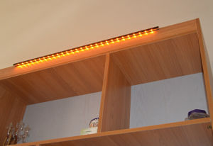 Easy Install with Good Quality Top Mounted LED Cabinet Light pictures & photos