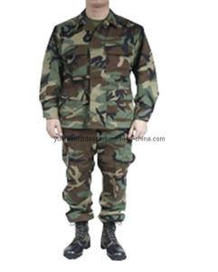 Military Tactical Combat Army Uniforms in Woodland Camo pictures & photos