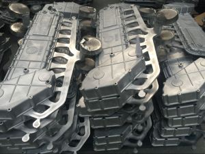 Customized Big Size Die Casting 1600t Auto Parts Light Housing pictures & photos