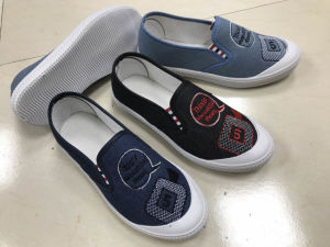2017 New Style Fashion Women Slip on Shoes with Embroidery Pattern pictures & photos