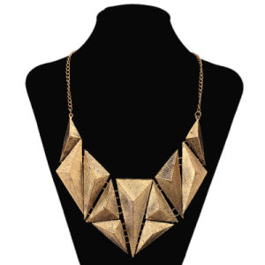 Triangle Fashion Choker Necklace Jewelry pictures & photos