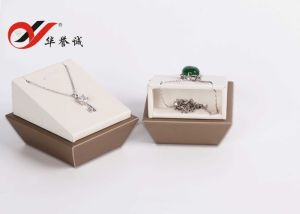Champagne PU Leather Jewelry Showcase Display Set pictures & photos