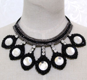 Women Fashion Round Crystal Choker Necklace Costume Jewelry (JE0188) pictures & photos