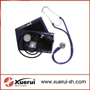 Medical Aneroid Sphygmomanometer with Stethoscope Kit pictures & photos