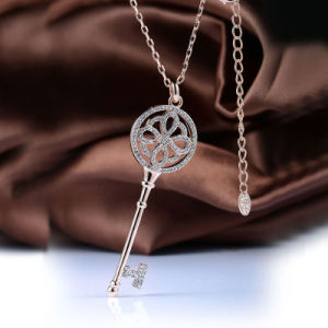 Personalized Rose Gold Key Shaped Pendant Crystal Necklace for Men and Women pictures & photos