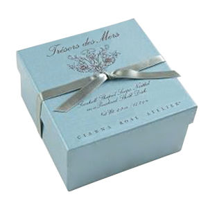 Beautiful Paper Gift Boxes with Ribbon and Client Artwork pictures & photos