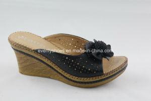 Platform Design Lady′s Flip Flop with Flower Decoration on Upper pictures & photos