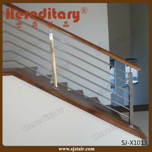 Stainless Steel Rod Balustrade with Wood Handrail in Stair Parts (SJ-X1014) pictures & photos