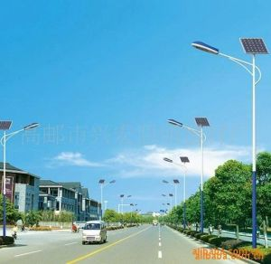 Double Brackets Lighting Pole with Sodium Lamps/Double Brackets Street Light Pole pictures & photos