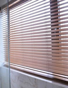 Cheap Electric Wooden Venetian Blind pictures & photos