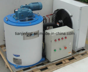 Flack Scale Ice Maker Machine with a Large Capacity pictures & photos