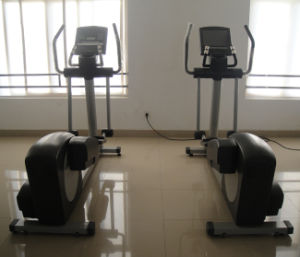 CE Approved Commercial Cross Trainer (SK-E32TV) pictures & photos