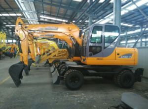 Excavator Hydraulic Cheap Wheel Excavator USD 25000 pictures & photos