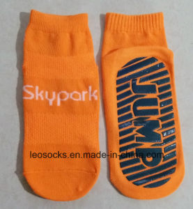 Jump Sock Is for Club Trampoline Socks Anti-Slip Non-Skid Floor Socks pictures & photos