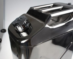 20 Litre Stainless Steel Jerry Can Vertical Fuel Water Tank Jeep Can with Screw Cap & Built-in Spout pictures & photos