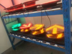 En12368 Approved 300mm Flat Clear LED Flashing Traffic Light / High Flux Traffic Signal pictures & photos