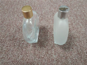 100ml Oval Shape Frost Glass Perfume Bottle Klc-10 pictures & photos