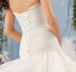 Luxury Ivory Pleat Ruffle Sweetheart Corset Organza Flounce Wedding Gown pictures & photos