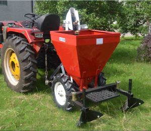 2015 Hot Sell Tractor 3 Point Linkage Potato Planter (PT32) pictures & photos