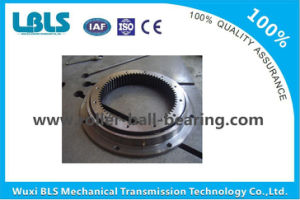 Gcr15 / 50mn Cross Roller Slewing Bearing for Tower Crane / Wind Turbines pictures & photos