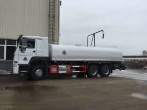 HOWO Big Volume 6X4 Sprinkler Truck with Cummins Engine pictures & photos