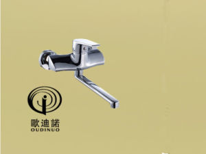 Oudinuo Siingle Handle Brass Wall-Mounted Kitchen Faucet 68118-1 pictures & photos