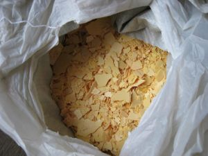 Yellow Flakes Sodium Sulfide with 15ppm 1313-82-2 pictures & photos