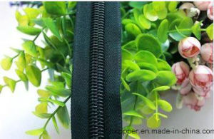 Wholesale Nylon Zipper Plastic Zipper for Bags and Apparel