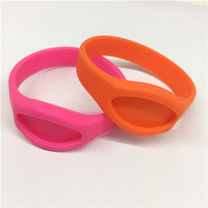 2016 Fashionable Novelty Slap Silicone Wrist Band pictures & photos