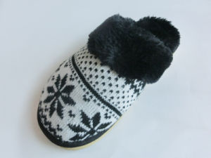 New Popular Ladies Indoor Nice Soft Slipper with Knitted pictures & photos