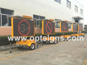 Solar Vms Trailer Outdoor Road Mobile LED Moving Sign pictures & photos
