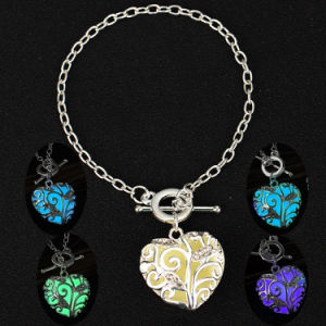 Magical Love Heart Glow in The Dark Charm Bracelets&Bangles Luminous pictures & photos
