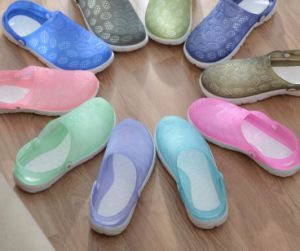 Garden Shoes Unisex Casual Round Hole Hollow Shoes pictures & photos