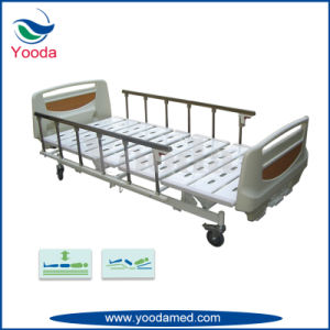 Aluminum Alloy Side Rail Manual Patient Bed in Hospital pictures & photos