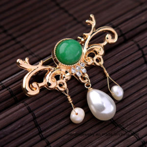 Generous Fashion Diamond-Encrusted Pendant Lady Pearl Brooch Pin Jewelry pictures & photos