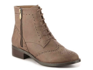 Women′s Round Toe Faux Suede Stacked Heel Western Ankle Bootie (HT10021-7) pictures & photos