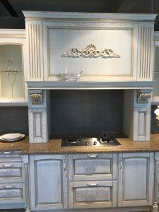 2016 Elegant Luxury Solid Wood Kitchen Cabinet Furniture pictures & photos