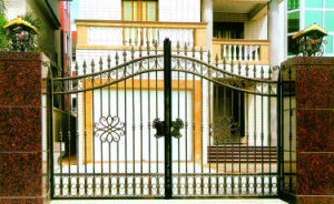 Residential Powder Coated Wrought Iron Driveway Gate pictures & photos